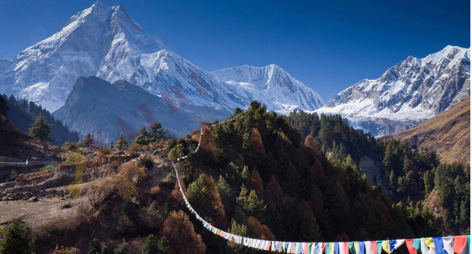 Trek tour du Manaslu avec ascension du Larkey peak