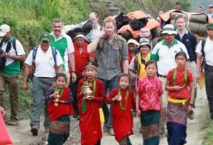 Le prince Harry visite le Népal en 2015 et prolonge son séjour dans notre pays… et vous ?