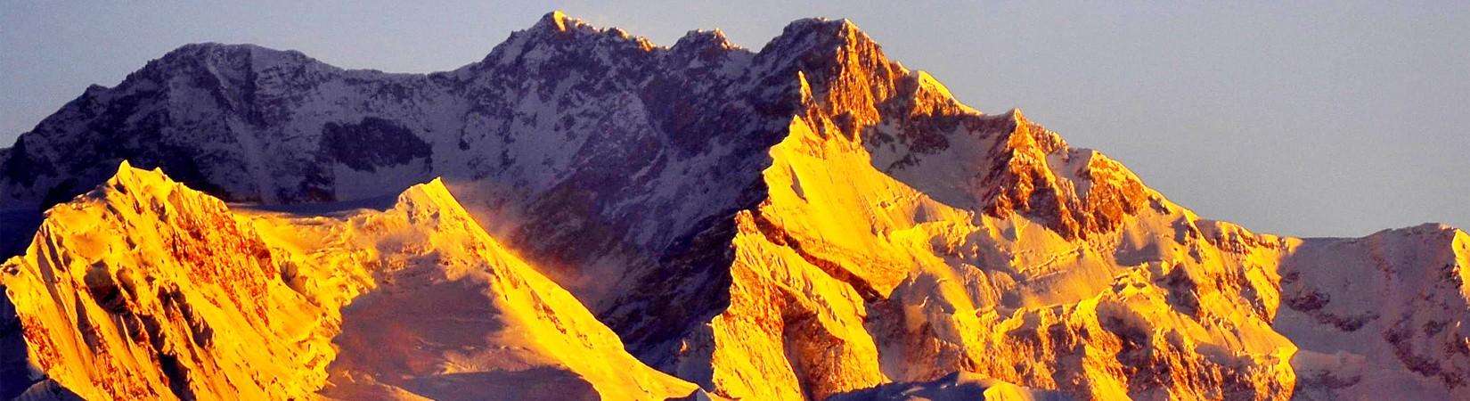 Lever du soleil sur le sommet de Kanchenjunga