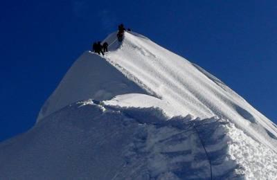 Au sommet du Mera peak (6476m)
