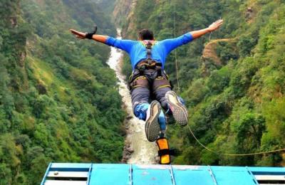 Bunjee jumping (le saut à l'élastique au Népal)