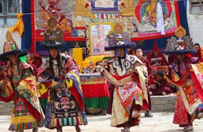 La Mythique TIJI festival à Lo-Manthang, Déplacement en 4x4