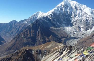 Le lac sacré de Gosaikunda à 4100m d'altitude qui reste gelé pendant 6 mois en hiver